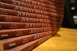 http://www.amazon.com.br/Johnny-Bleas-Um-Novo-Mundo/dp/8584420231/ref=sr_1_1?ie=UTF8&qid=1446344227&sr=8-1&keywords=johnny+bleas