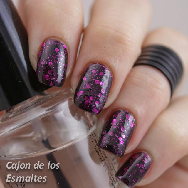 Revlon Scandalous o Facets of Fuchsia - Dos capas con topcoat