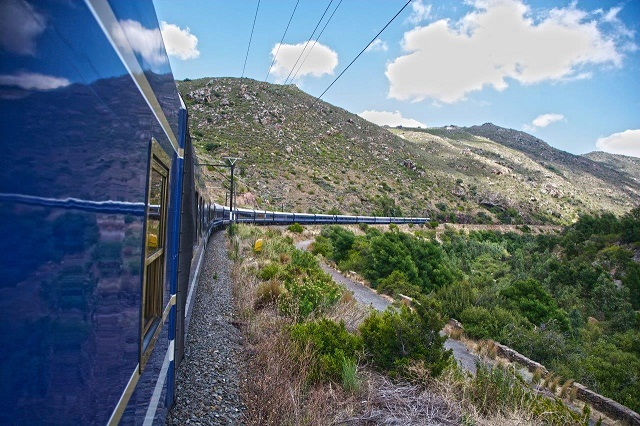 "Voted twice as the ""Africa's Leading Luxury Train"", Blue train offers a mystical ride across the varied landscapes of Africa. - See more at: https://www.indianluxurytrains.com/blog/best-rail-journeys-in-world/#bt"