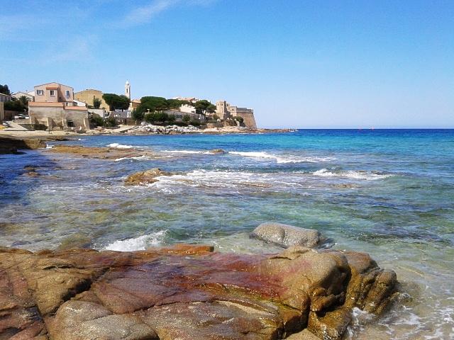 Ein Strand in Korsika