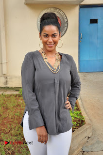 Actress Mumaith Khan Pictures at Thikka First Look Launch  0105