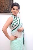 Yamini Bhaskar latest glamorous photos-thumbnail-3