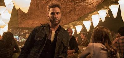 Pablo Schreiber em cena de American Gods; ele vai interpretar um dos personagens mais famosos dos games