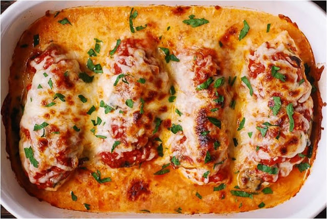 #EASY MOZZARELLA CHICKEN WITH TOMATO SAUCE AND MUSHROOMS #recipes easy #drinkandfood.org #mozzarella #Chicken #Tomato sauce #Mushrooms