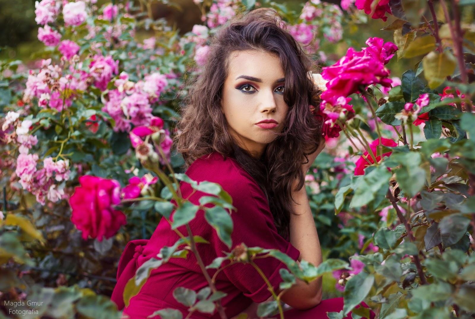 Sesja w różach, róże, ogród umcs, lublin, sesja zdjęciowa, ogród botaniczny