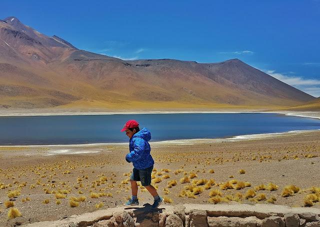 diversão para crianças no Deserto do Atacama, Chile