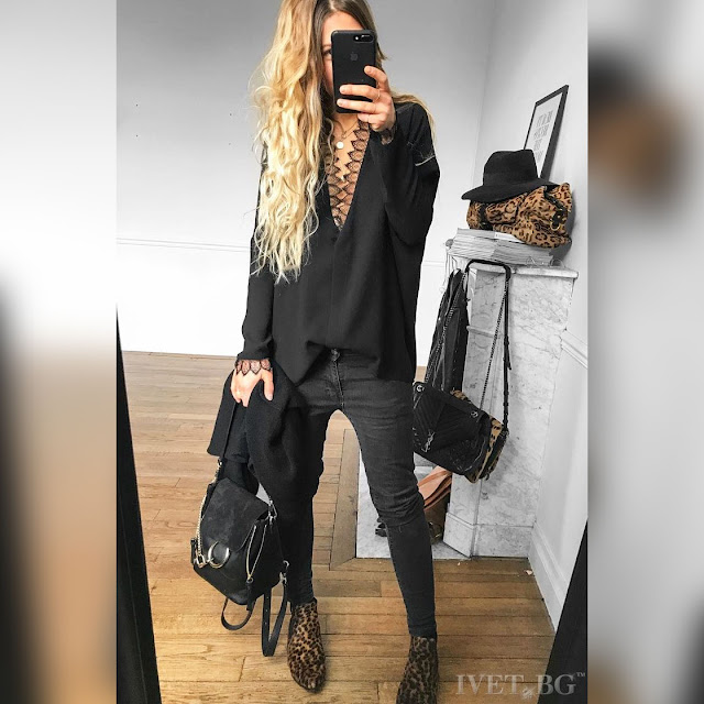 Μακρυμάνικη γυναικεία μαύρη μπλούζα με δαντέλα ABRILIA