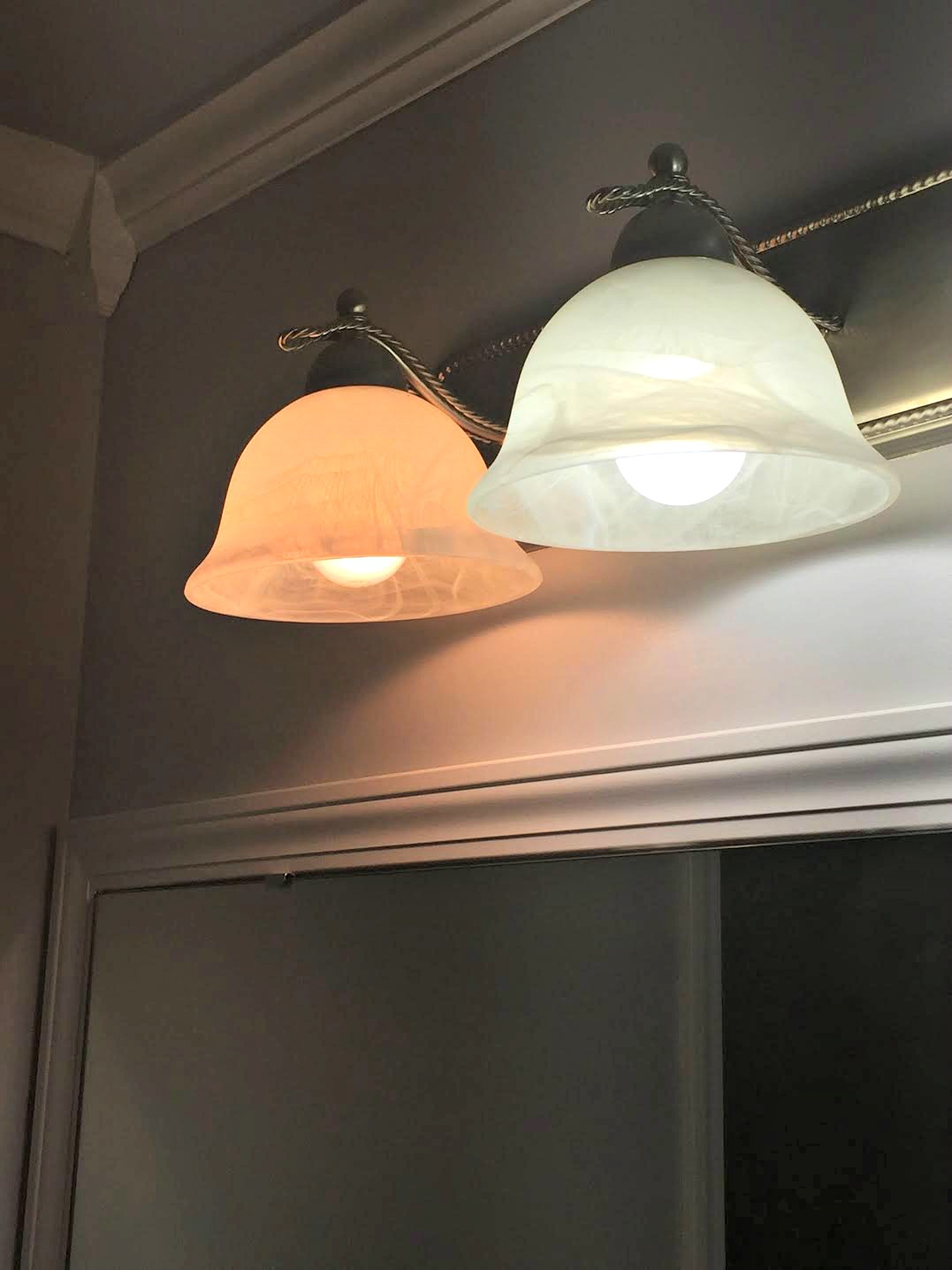 difference between daylight and incandescent bulbs