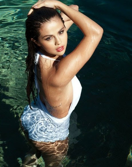 Selena Gomez Swimsuit Pics For Her Fans