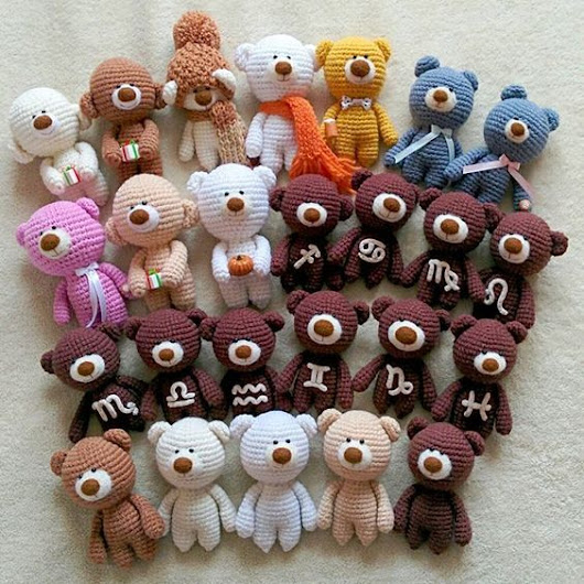 Group photos of KnittedStory bears