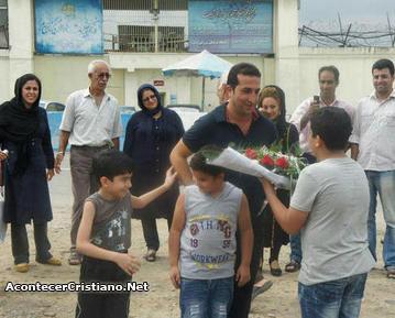 Youcef Nadarkhani saliendo libre de prisión