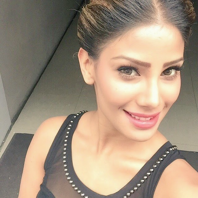 , Nicole Faria Hot face close up selfie images