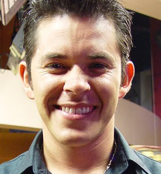 Rostro del cantante Raúl Sandoval