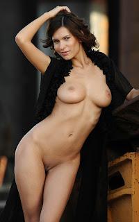 Hot Girl Naked - Suzanna%2BA-S01-019.jpg