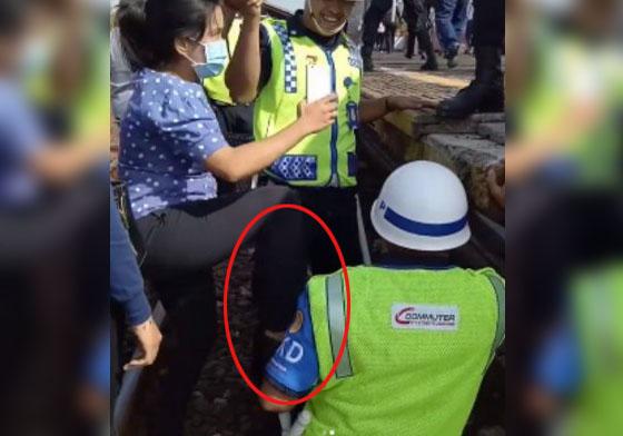 Video Aksi Heroik Petugas PKD  di Stasiun Jayakarta Yang Mendadak Viral