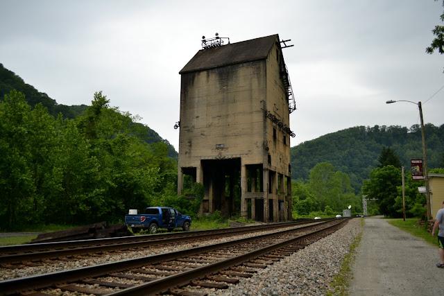 Башта у якій зберігали вугілля і пісок, Teрмонд, Західна Вірджинія(Thurmond, WV)
