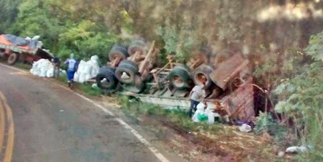 Caminhão tomba na rodovia entre Roncador e Iretama