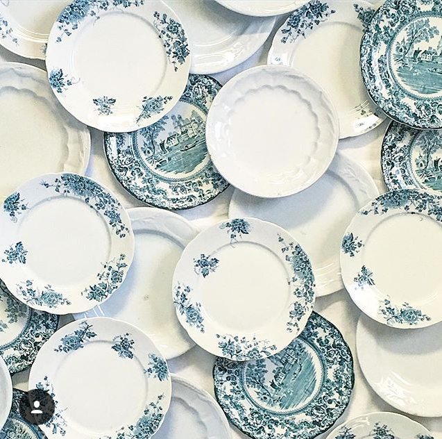#collectandstyle, #collectandstyle on Instagram, Instagrammer Jesse Lauzon, transfer ware plates, blue and white antique transfer ware plates