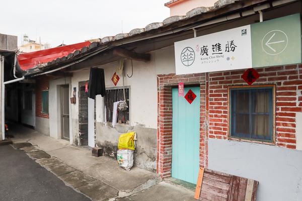 美濃廣進勝紙傘工作室保有老師傅工藝技術,蔡依林MV中也曾出現