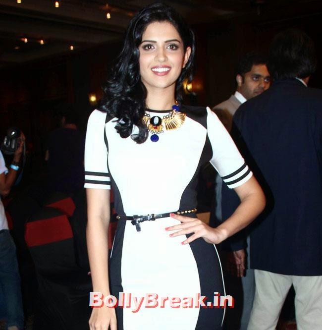Deeksha Seth, Kareena, Karishma, Deeksha at Lekar Hum Deewana Dil Music Launch