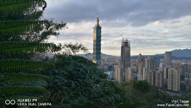 Waiting for Sunset shot of Taipei 101