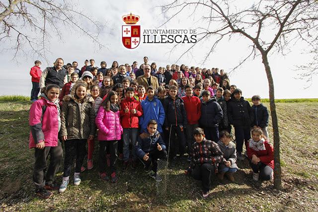 Participantes en la plantación del día mundial forestal. IMAGEN COMUNICACION ILLESCAS