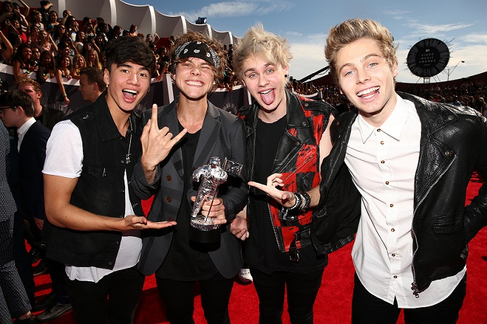 Terjemahan Lirik Lagu Tomorrow Never Dies ~ 5 Seconds Of Summer