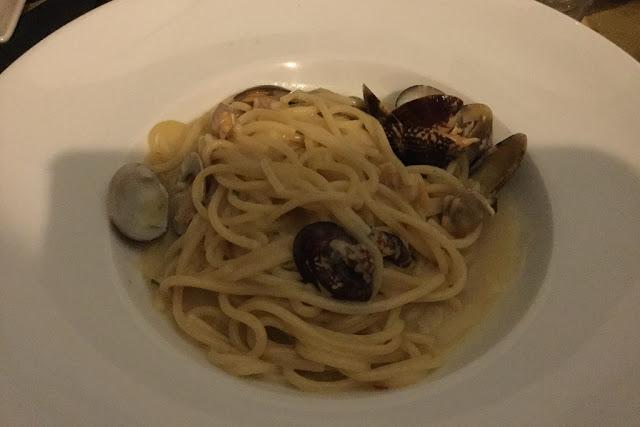 Restaurant Crudo pasta vongole