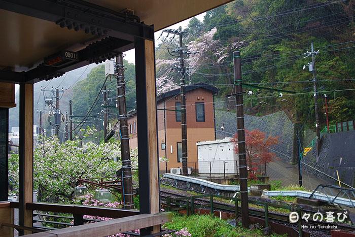 vue rails ligne hakone tozan depuis hakone yumoto station