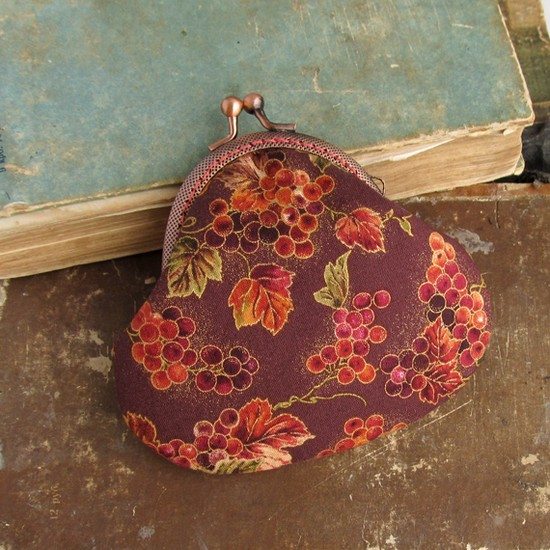 Grapes and leaves purse, шитье