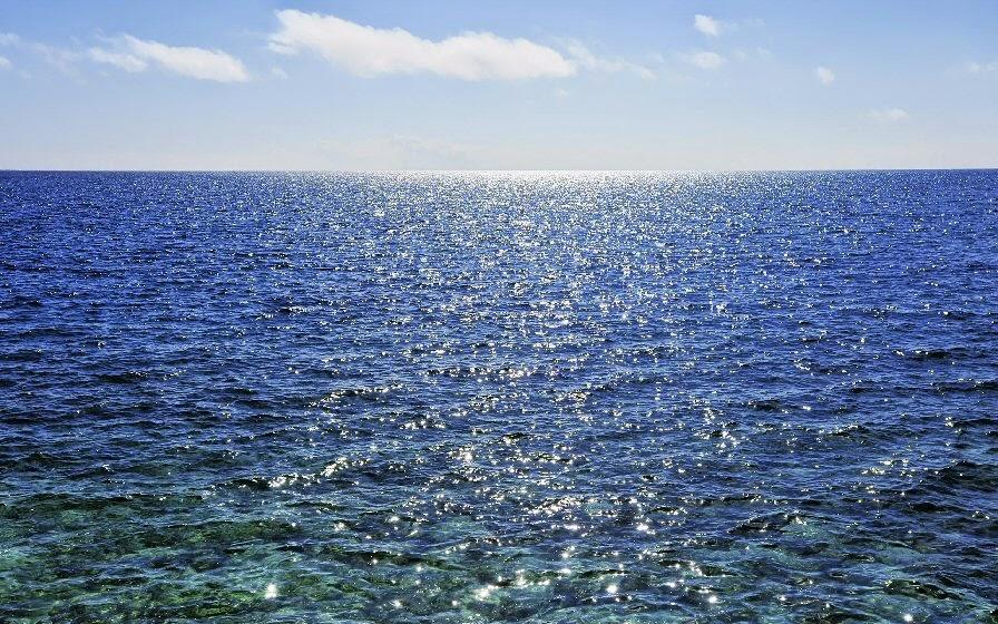 Αφεθείτε στην απόλυτη χαλάρωση και απολαύστε την μαγευτική θέα του απέραντου Κρητικού πελάγους