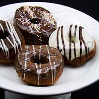 http://www.bakingsecrets.lt/2017/02/amerikietiskos-spurgos-video-doughnuts.html