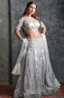Neha Malik Navel Show in Ghagra
