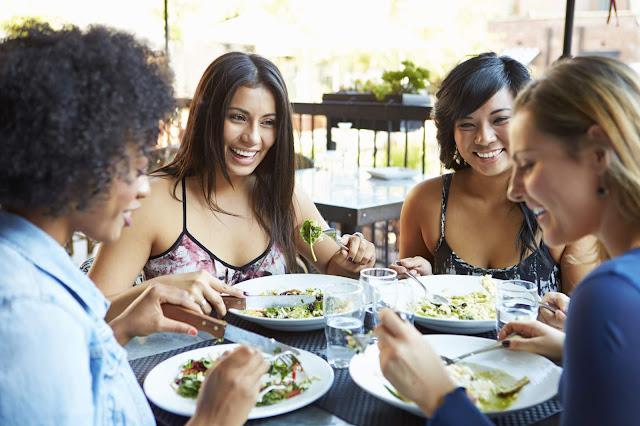 Alternar locais de alimentação (Imagem: Reprodução/Marie Claire)