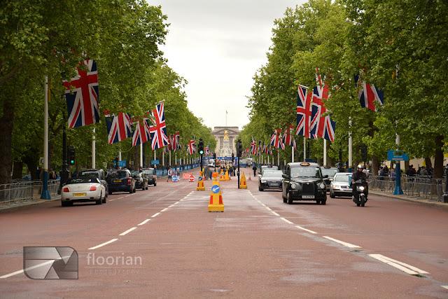 reprezentacyjna droga The Mall – łącząca Trafalgar Square z Pałacem Buckingham