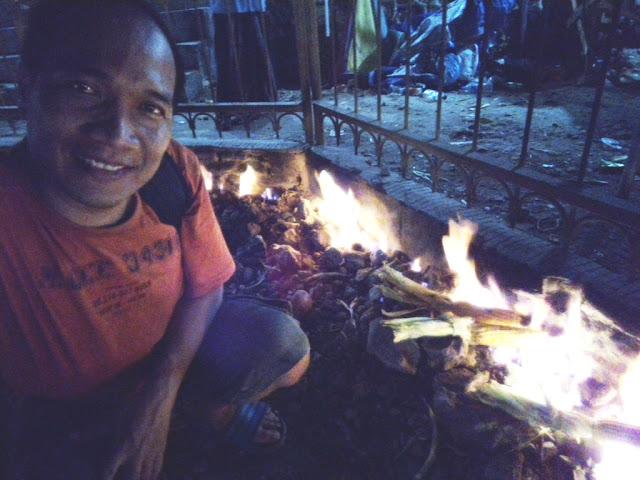 Bakar Jagung Manis di Api Tak Kunjung Padam Pamekasan Pulau Madura.