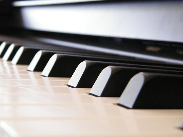 DIGITAL PIANO AND  ITS ADVANTAGES