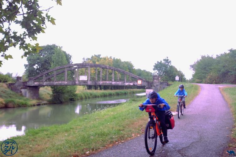 Le Chameau Bleu - Blog Le Canal des 2 mers à vélo - Voyager avec les enfants