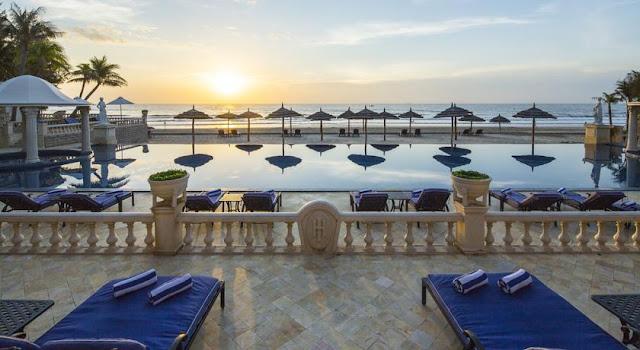 Những chiếc ghế tắm nắng dành cho du khách