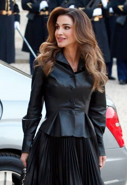 Queen Rania carried LOUIS VUITTON chain bag. President Emmanuel Macron and his wife Brigitte Macron at Elysee Palace