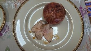 麻生区 新百合ケ丘に出張シェフ。海外転勤のお祝い・フェアウェルパーティー。ご自宅でシェフの料理をご提供:スペインガルシア産 栗豚のロースト  玉ねぎ器のポタージュ添え