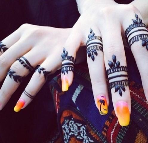 Gambar Henna Terbaru Di Kedua Tangan Wanita Baik 3