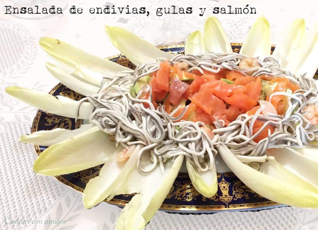 Ensalada de endivias, angulas sucedáneas y salmón