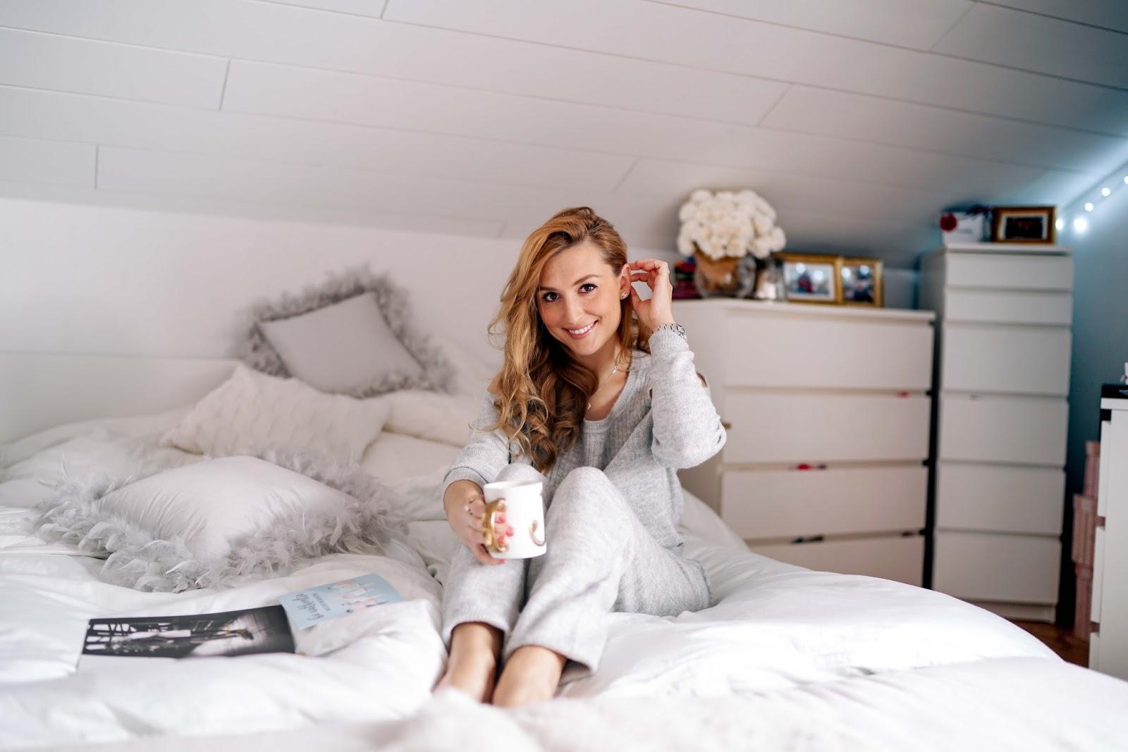 Fashionstylebyjohanna-zu-hause-gemütlicher-haus-look-cozy-sewather-cozy-look-für-zu-hause-joggingsanzug-fashion5-offshoulder-bloggerstyle-fashionblogger-aus-deutschland