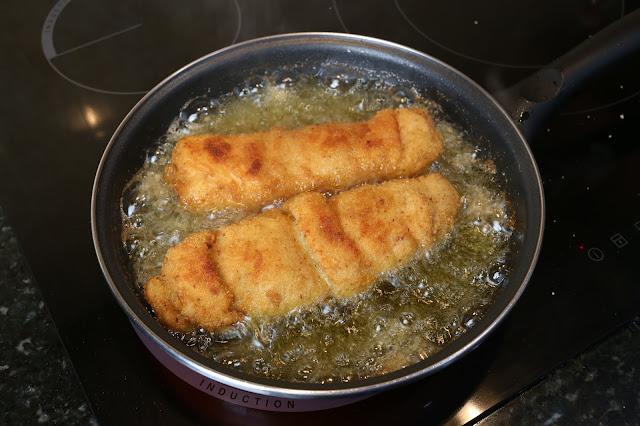 Preparación de pechuga de pollo rellena de pimiento y jamón