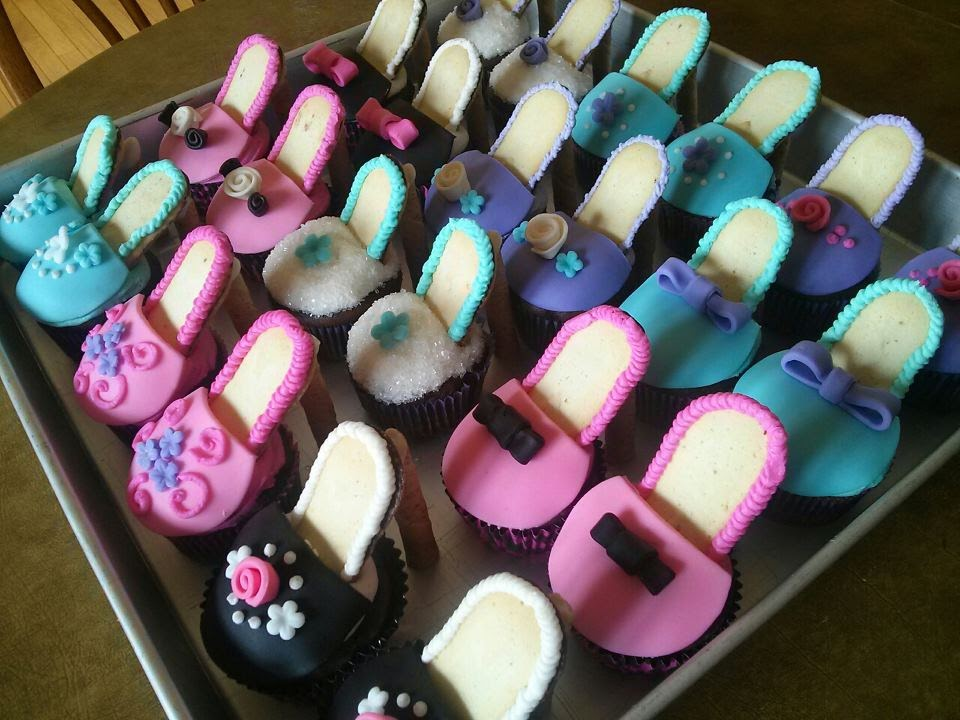 Simply Sweet: High Heel Shoe Cupcakes