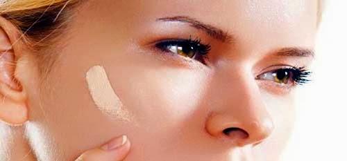 aplicar base de maquillaje con las manos