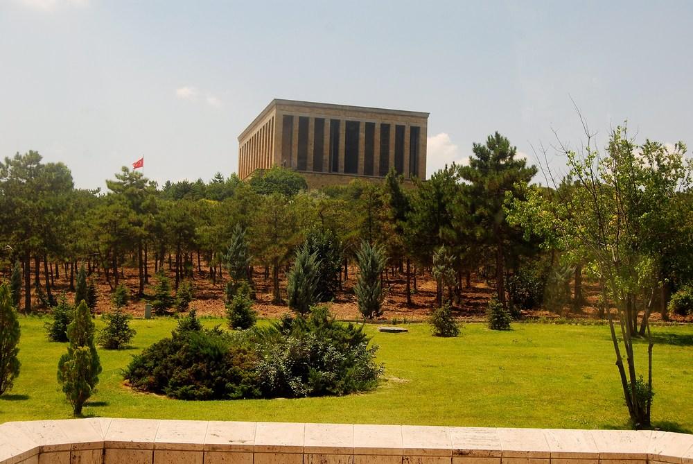 Voici le massif monument dédié au héros de la République turque : Atatürk. Ce mausolée fut construit entre les années 1944 et 1953
