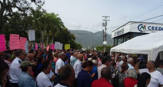 Comunitarios protestan en Jarabacoa en demandan de construcción de obras