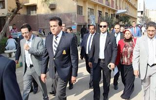 """جولة تفقدية لوزير """" التعليم العالي"""" داخل مكتب التنسيق للقبول بجامعة القاهرة"""